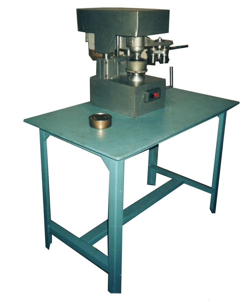 Полуавтомат для закатки металлических банок АБА-01